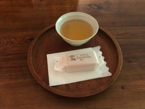 台湾 パイナップルケーキ試食