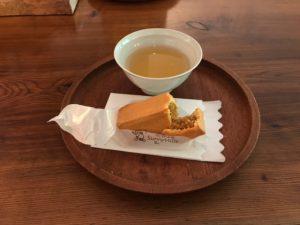 台湾 パイナップルケーキ